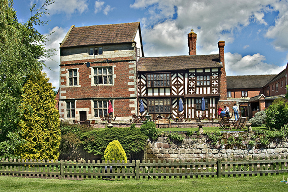 weddings in shropshire at the albright hussey manor