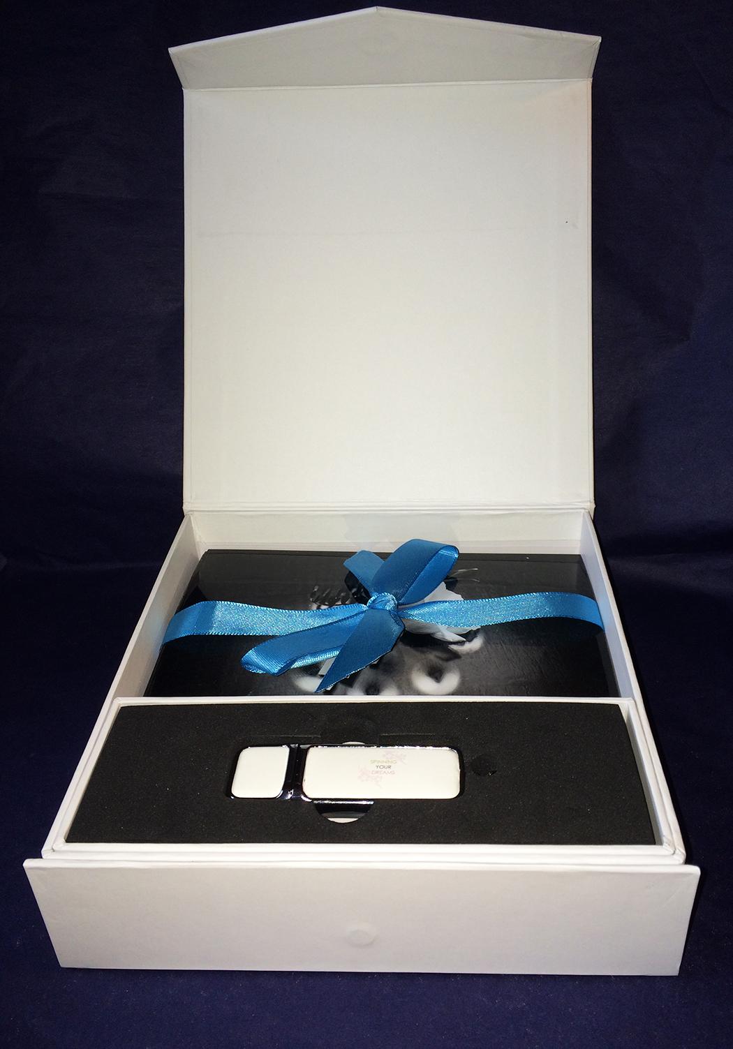 photo box with USB stick
